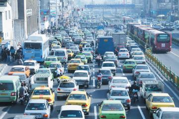 ترافیک صبحگاهی و شامگاهی، معابر شهری را قفل کرده است غول ترافیک آخر سال بیدار میشود