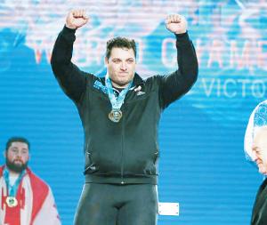 سعید علی حسینی، نایبقهرمان وزنهبرداری جهان و چهره برتر ورزش ایران در سال 96 در گفتوگو با «جوان»: مزد صبر و زندگی سالم را گرفتم