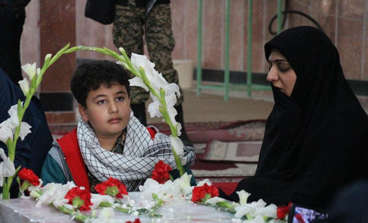 پسر ۱۰ سالهام لباس مدافعان حرم پوشید